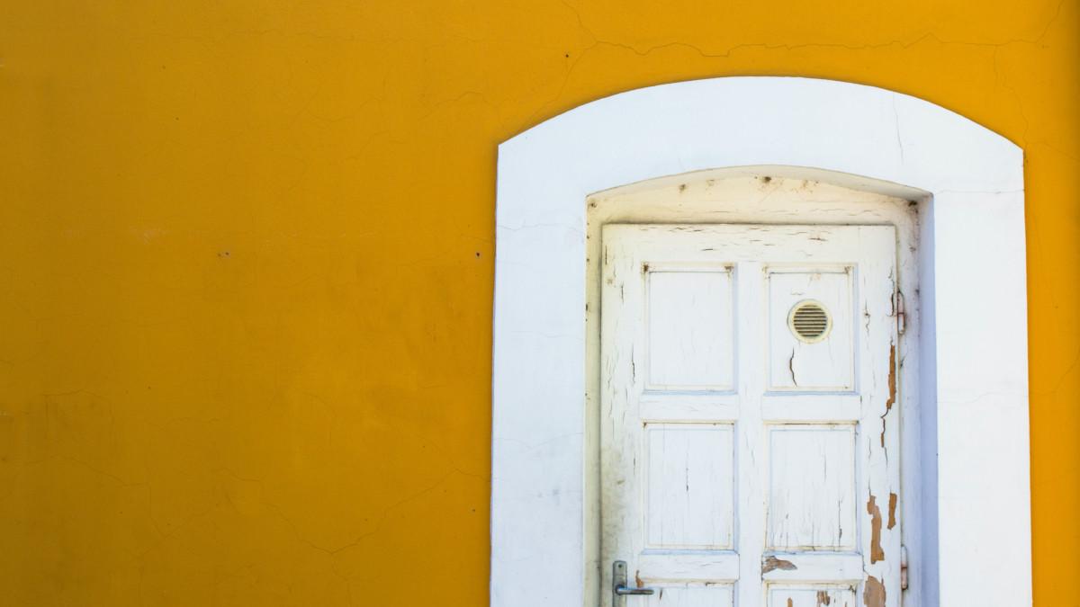 reparar puerta astillada
